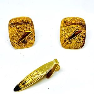 Other - Vtg Yellowstone Gold tone cuff links/tie clip set